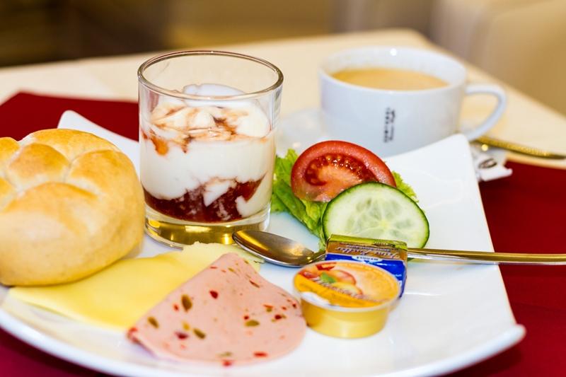 Frühstück im Cafe Niedermair